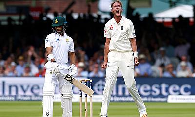 Stuart Broad (right) celebrating the wicket of JP Duminy