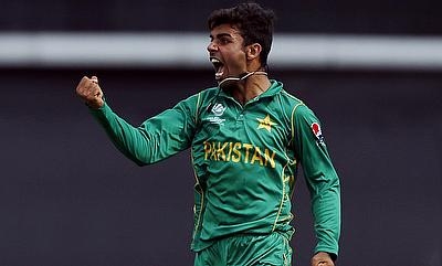 Shadab Khan will replace Samuel Badree in the Brisbane Heat squad