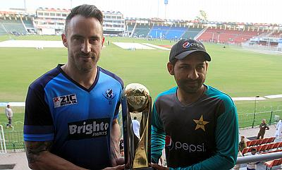 Team captain Sarfraz Ahmed of Pakistan and International World XI captain Faf du Plessis hold the Independence Cup trophy at the Gaddafi Cricket Stadi