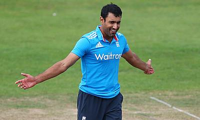 Ravi Bopara picked two wickets