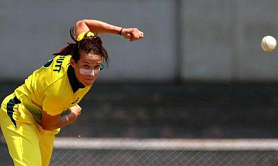 Schutt takes top spot among T20I bowlers