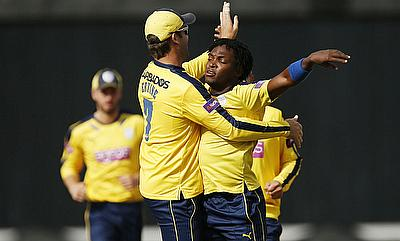 Hampshire win thriller by 2 wickets in last over against Sussex