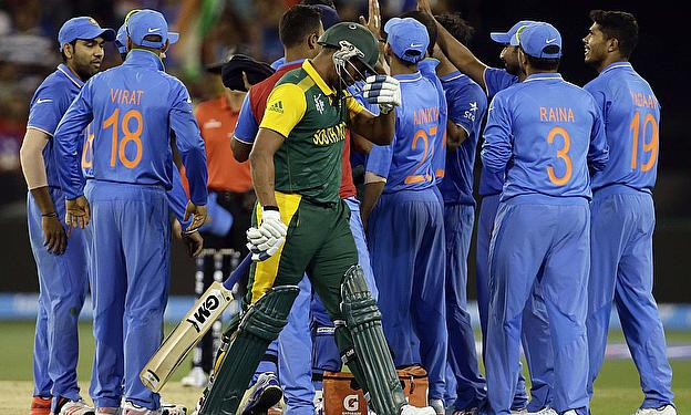 Vernon Philander departs as India make their way towards a 130-run victory over South Africa