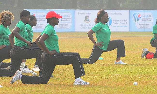 Zimbabwe Women warming up
