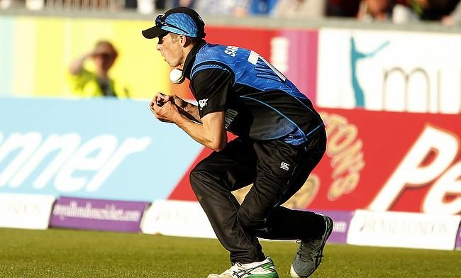 Mitchell Santner, Grant Elliott awarded central contracts
