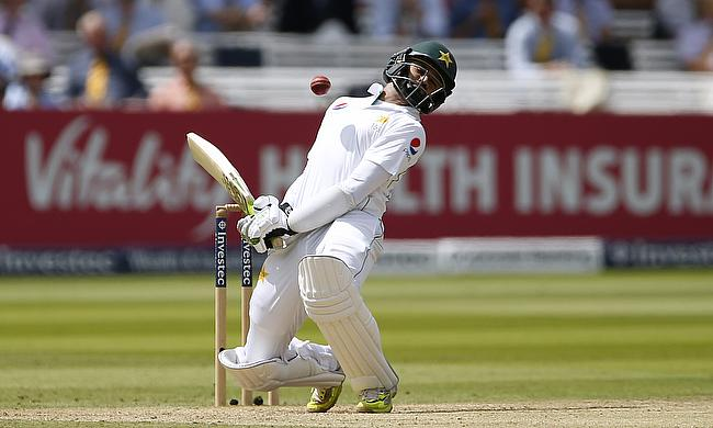 Pakistan struggle with bat again against pink ball