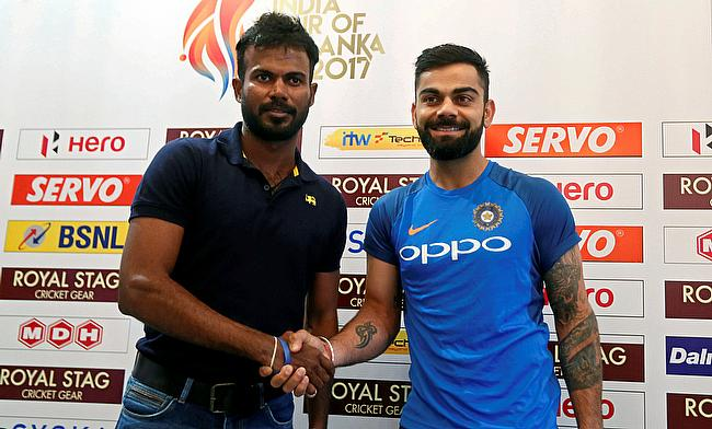 Upul Tharanga (left) shakes hands with Indian cricket team captain Virat Kohli during a news conference ahead of their cricket series
