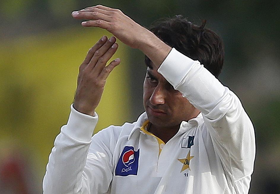 Saeed ajmal bowling action