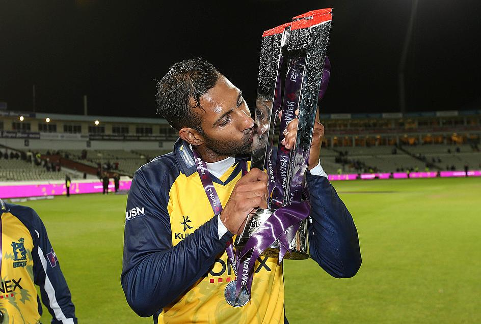 Bears captain Varun Chopra kisses the trophy