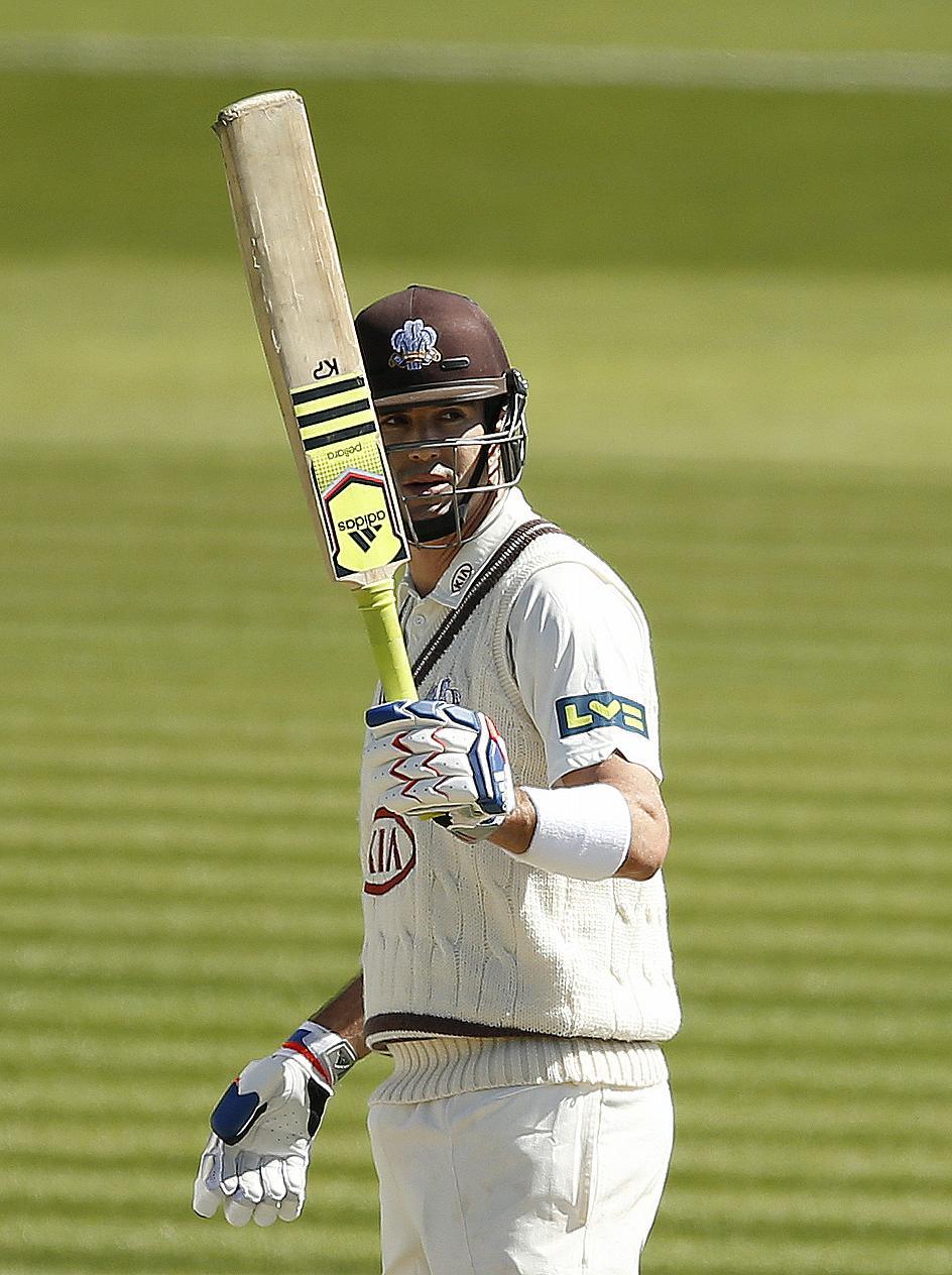 Kevin Pietersen raises his bat