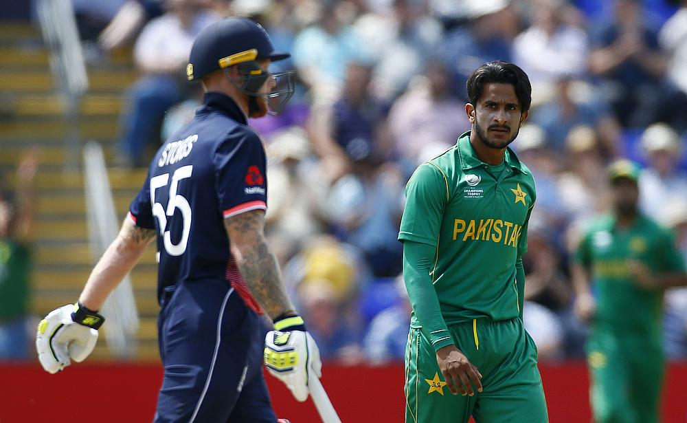 Pakistan dismisses misfiring England for 211 in semifinals