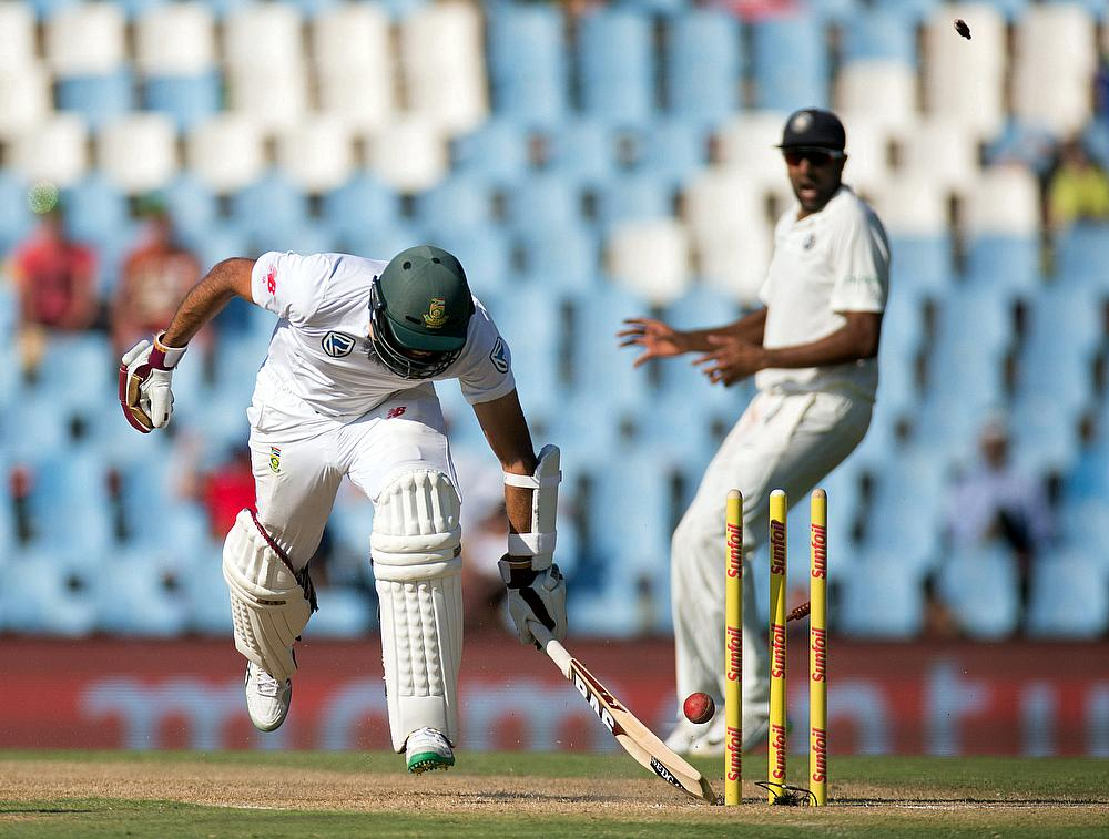 Kohli shines, but South Africa on top in second test