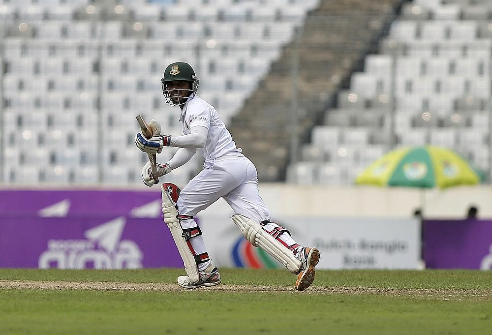 Comeback-man Razzak leaves Sri Lanka in early trouble