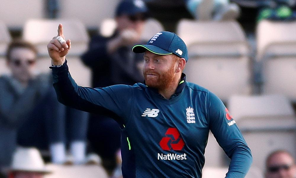 England chases down 359 to ease to six-wicket win over Pakistan