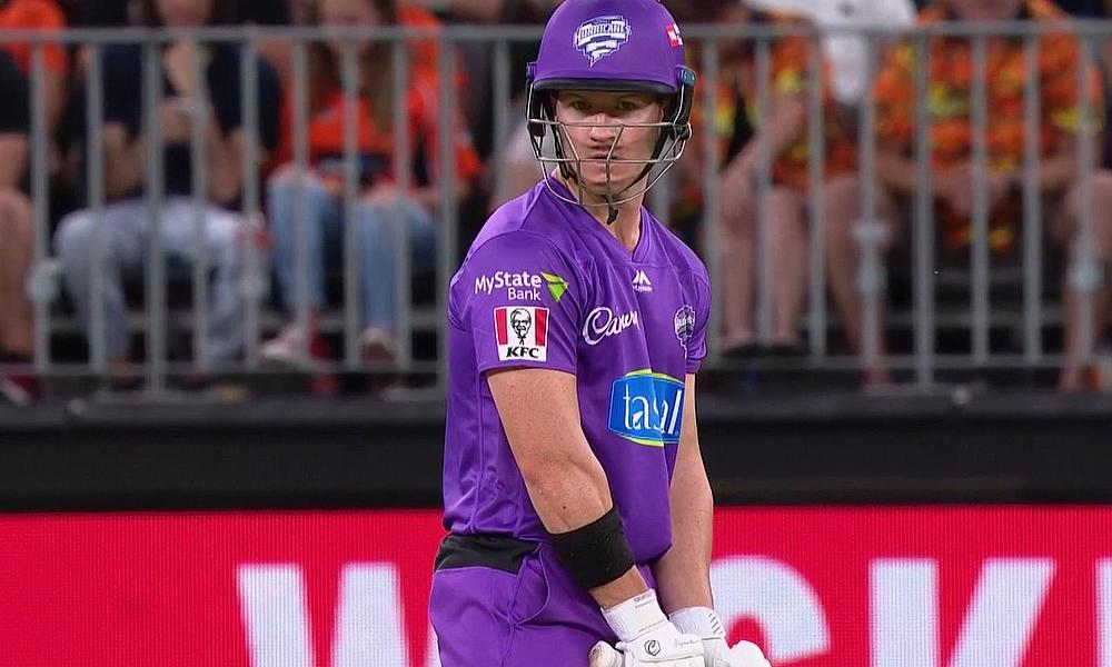 Controversial dismissal on the boundary divides Big Bash fans