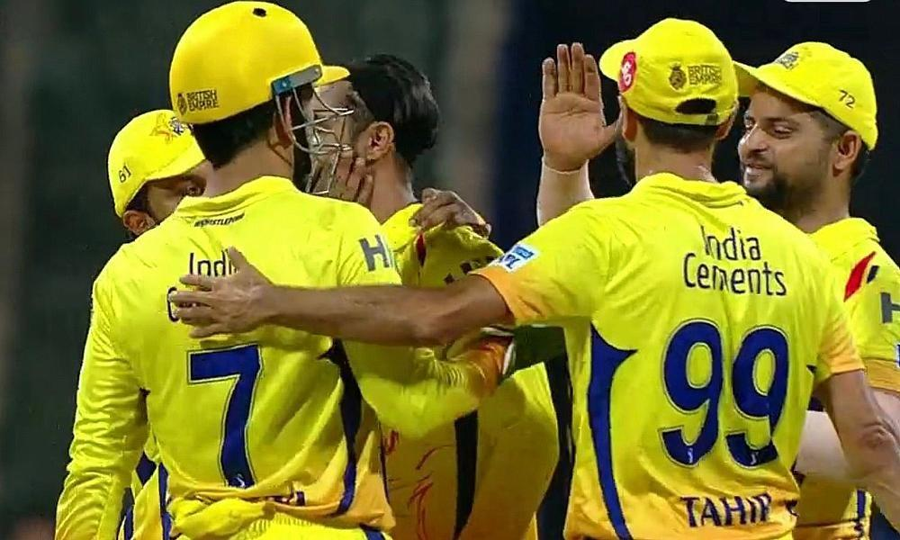 Dhoni faces heat for go-slow in Chennai's chase