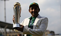 Sarfraz Ahmed posing with the Champions Trophy
