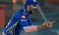 Mumbai Indians beat Sunrisers Hyderabad in thriller to reach play offs