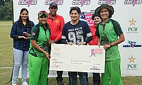 Iram-Javed-and-Diana-Baig-receiving-best-player-of-the-match-award