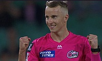 Sydney Sixers beat Sydney Thunder in BBL Super Over Derby Classic at the SCG