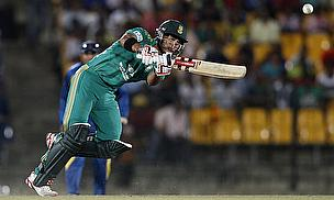JP Duminy plays a shot