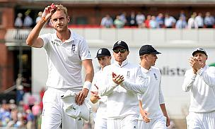 Stuart Broad leaves England off the field