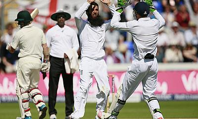 Moeen Ali (third left) celebrates the wicket of Steve Smith