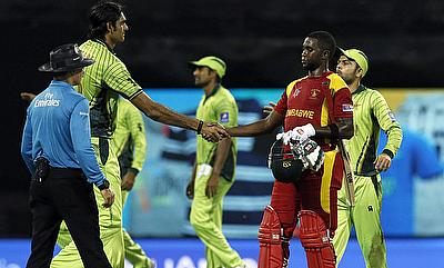 Pakistan and Zimbabwe players shake hands