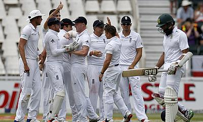 Disciplined England restrict South Africa on day one
