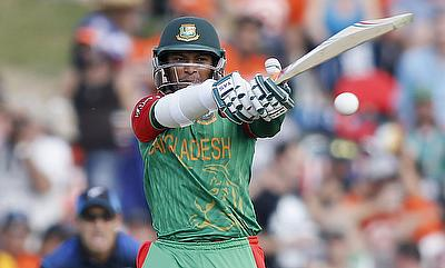 Simmons, Shakib slam fifties in Karachi's maiden victory