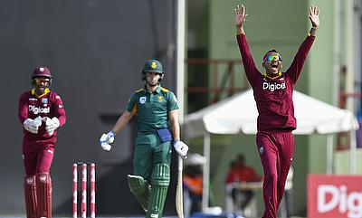 Sunil Narine (right) celebrating the wicket of Farhaan Behardien (centre).