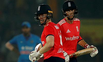 Eoin Morgan and Joe Root in action during the first T20I against India in Kanpur