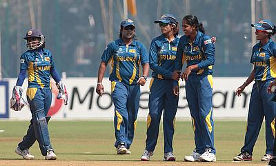 Inoka Ranaweera picked two wickets for Sri Lanka