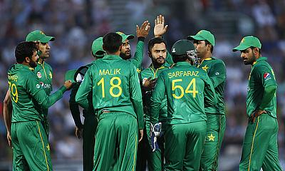 Mohammad Nawaz (centre) bowled a brilliant final over