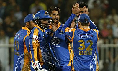 Imad Wasim (centre) picked a three wicket haul