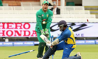 Mark Boucher (left) was a victim of bails hitting the eyes