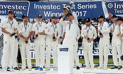 England's Joe Root and team mates celebrate with the trophy after winning the Investec Test Series