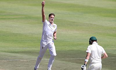 Morne Morkel (left) celebrating the wicket of Steven Smith