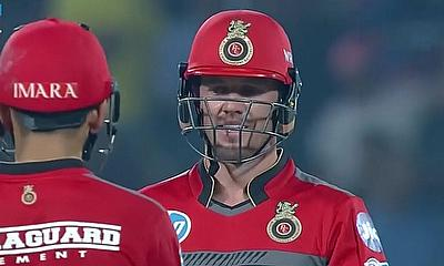 AB de Villiers, Moeen Ali keep Royal Challengers Bangalore in the hunt