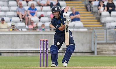 Two Tons on the trot for Jonathan Trott see Warwickshire to huge win over Leicestershire