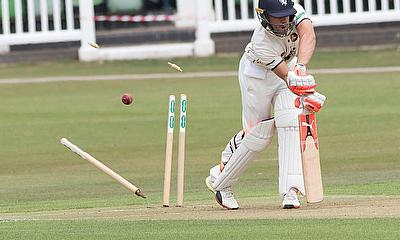 Warwickshire beat Kent by an innings and 34 runs at Edgbaston