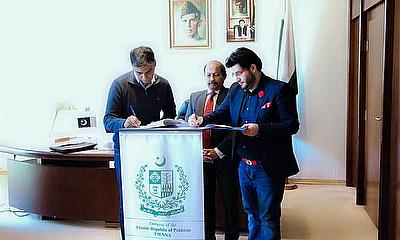 Javed Afridi signs MOU with Austrian Cricket Association in Vienna