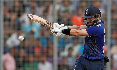 Duckett and Hain Push England Lions Past 300 in First 'Test' Against India A