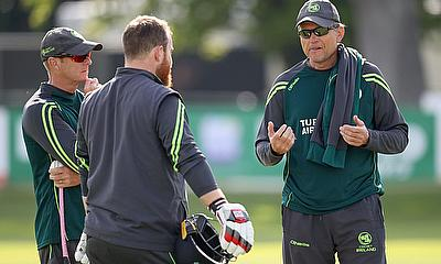 Graham Ford (right) talks to Paul Stirling (centre) and Coach Ben Smith (left)