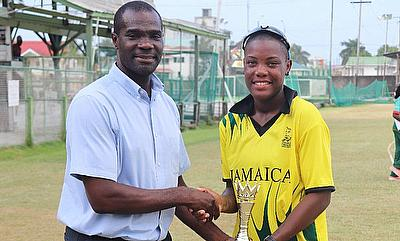 Chinelle Henry receiving award from Reon King- Former West Indies cricketer