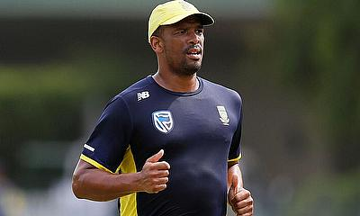 South African fast bowler Vernon Philander received the World Sports Betting Cape Cobras award as CSA T20 Challenge Player of the Year