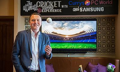 Phil Tufnell Teams Up With Currys PC World and Samsung for Cricket Pub Makeover