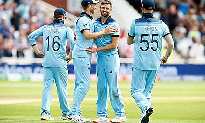 England's Mark Wood and Chris Woakes celebrate the wicket of Pakistan's Mohammad Hafeez