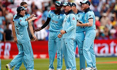 England players celebrate the run out of Australia's Steve Smith