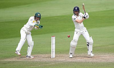 England's Amy Jones in action as Australia's Alyssa Healy looks on
